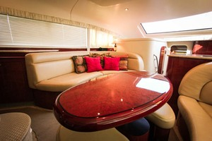 39' Sea Ray 390 Motor Yacht 2004 Salon