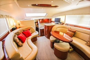 39' Sea Ray 390 Motor Yacht 2004 Salon Forward