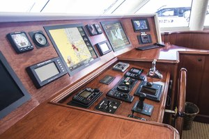 119' Crescent Rph Euro Transom 2004 Helm