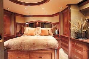 119' Crescent RPH Euro Transom 2004 VIP to Starboard