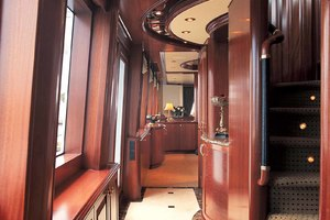 119' Crescent Rph Euro Transom 2004 Starboard Side Entry Foyer