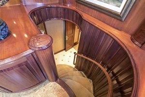 119' Crescent RPH Euro Transom 2004 VIP Entrance