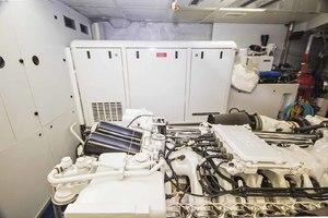 119' Crescent RPH Euro Transom 2004 Starboard Engine & Gen