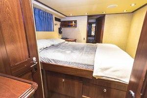 119' Crescent Rph Euro Transom 2004 Captain's Cabin