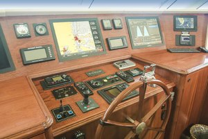 119' Crescent RPH Euro Transom 2004 Helm Detail
