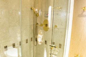 119' Crescent Rph Euro Transom 2004 VIP Steam Shower