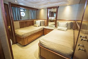 119' Crescent RPH Euro Transom 2004 Starboard Guest Cabin