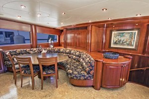 119' Crescent Rph Euro Transom 2004 Country Kitchen Dining