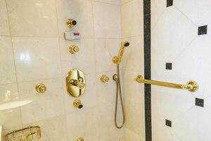 119' Crescent RPH Euro Transom 2004 Master Shower