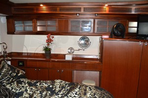 54' Pama 540 Xl Pilothouse 2007 Master Vanity