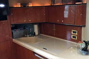 46' Sea Ray 460 Sundancer 2000 Galley