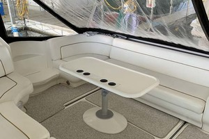 46' Sea Ray 460 Sundancer 2000 Cockpit Seating