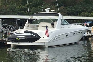 46' Sea Ray 460 Sundancer 2000 Stern View