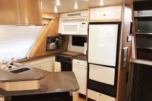 47' Bayliner 4788 Motoryacht 1998 Galley