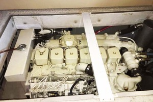 47' Bayliner 4788 Motoryacht 1998 Engine