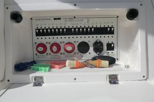 43' Tiara 4300 Sovran 2006 Electrical