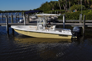 22' Everglades 223CC 2005 This 2005 22' Everglades 223CC for sale - SYS Yacht Sales