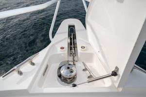 35' Intrepid 350 Walkaround 2009 Lewmar Windlass