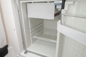 35' Intrepid 350 Walkaround 2009 Isotherm Fridge