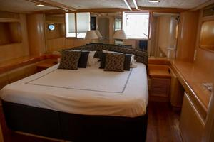 70' Johnson 70 1997 Owners suite 1