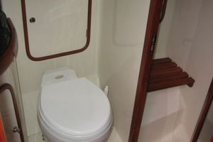 58' Tayana 58 Deck Saloon 2006 Master Head - Shower stall