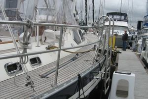 58' Tayana 58 Deck Saloon 2006 Broad Walkarounds SS Solid Rails to the gates,BoardingLadder