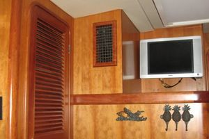 58' Tayana 58 Deck Saloon 2006 Guest Cabin Entertainment - locker
