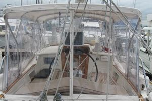 58' Tayana 58 Deck Saloon 2006 Full cockpit enclosure - cushions