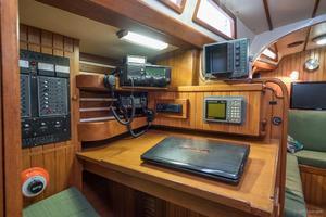42' Tayana Vancouver Center Cockpit 1982