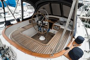 42' Tayana Vancouver Center Cockpit 1982
