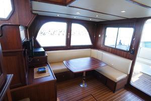 41' Concorde Pilothouse 2010 Salon settee