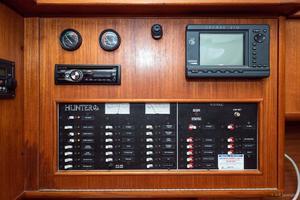 38' Hunter 376 Sloop 1997