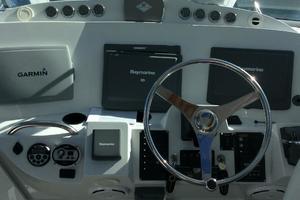 37' Glacier Bay 3480 Enclosed Pilot/salon 2007