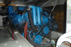 35' Californian Convertible 1985 Port Engine
