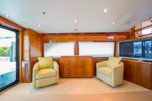 64' Hatteras Flybridge Motoryacht 2008 Salon Looking to Port