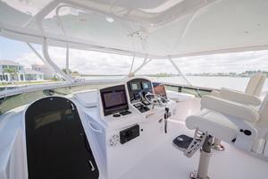64' Hatteras Flybridge Motoryacht 2008 Helm