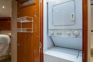 64' Hatteras Flybridge Motoryacht 2008 Companionway Laundry