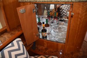 62' Neptunus Flybridge With Euro Transom 2008 Salon bar cabinet