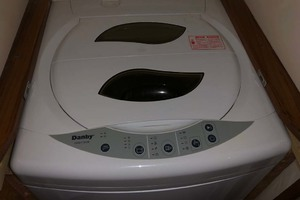 61' Viking 61 Convertible 2004 Laundry
