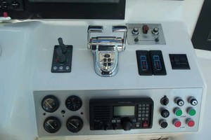 65' Neptunus Flybridge Motor Yacht 2004 Flybridge Helm Starboard Side Detail