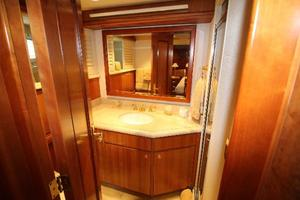 103' Westport West Bay 2000 Port Guest Bath
