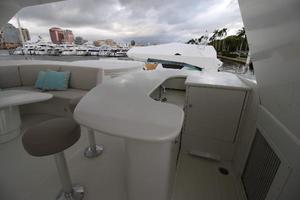 103' Westport West Bay 2000 Flybridge - Bar