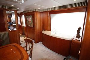 103' Westport West Bay 2000 Starboard Dining Cabinetry