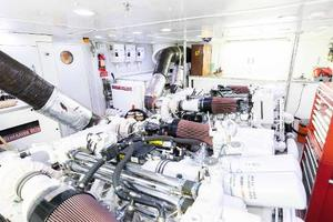 103' Westport West Bay 2000 Engine Room