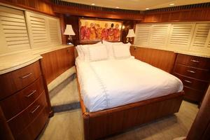 103' Westport West Bay 2000 Forward VIP Stateroom