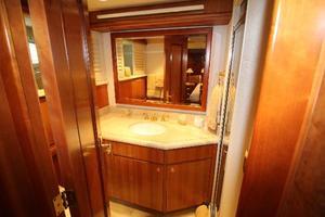 103' Westport West Bay 2000 Port Guest Bath