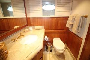 103' Westport West Bay 2000 Starboard Guest Bath