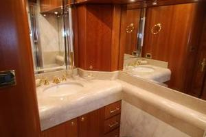 103' Westport West Bay 2000 VIP En Suite Bath