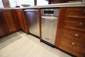 103' Westport West Bay 2000 Galley Appliances