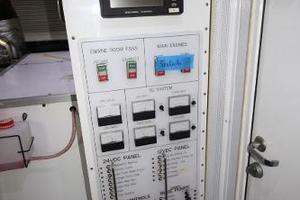 103' Westport West Bay 2000 Electrical Distribution Panels